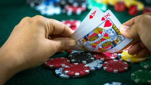 What are the eligibility criteria to become a poker player?